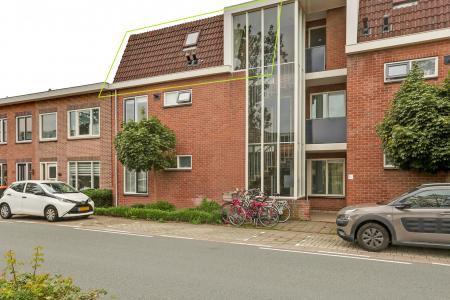 Keern 121G, Hoorn