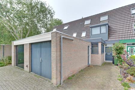 Karveel 12, Hoorn